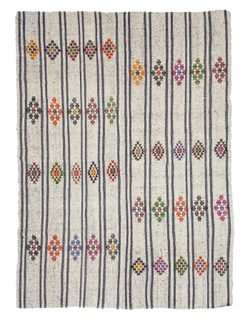 "Embroidered Gray Vintage Kilim Rug - 6`7"" x 8`8"""
