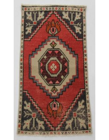 """Vintage Mini Wool Rug - 1`7"""" x 2`11"""""""