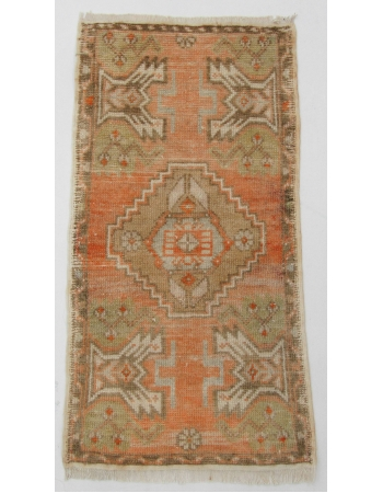 "Vintage Mini Washed Out Rug - 1`7"" x 3`1"""