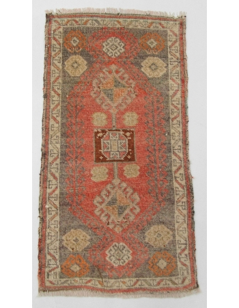 "Decorative Wool Vintage Mini Rug - 1`8"" x 3`1"""