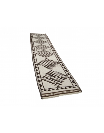 "White & Brown Modern Vintage Runner - 2`11"" x 12`6"""