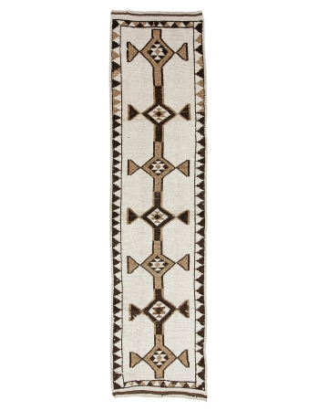 "Brown & White Natural Wool Runner - 2`11"" x 11`6"""